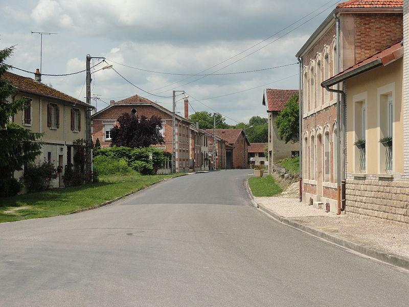 La Grande Rue de Glannes (Marne).