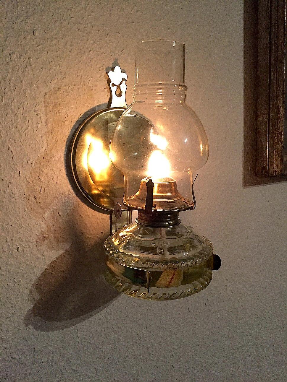 Oil Lamp Howling Pixel