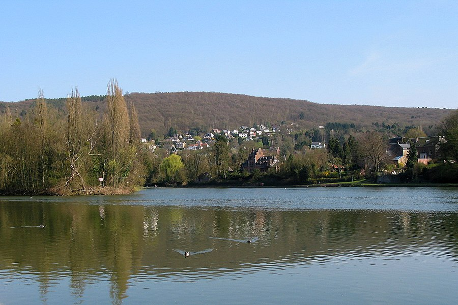 Godinne (Belgium), the villge alongside the Meuse river.