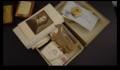 Gouden doosje met visitekaartjes en postkaarten (fonds Tolkowski) (1).png