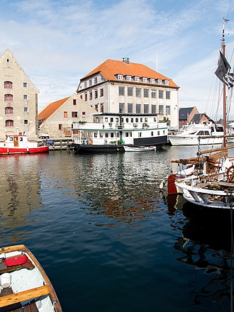 Grønlandske Handels Plads - Strandgade 104 (left), 106 (middle) and 108 viewed from the other side of Christianshavn Canal
