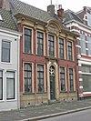 foto van Herenhuis met rococo-kroonlijst