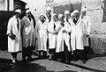 Gruppe i hvite frakker (1935).jpg