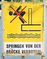 GuentherZ 2013-05-15 0287 Wien22 WagramerStrasse Kagraner Brücke Tafel VonBrueckeSpringenVerboten.JPG