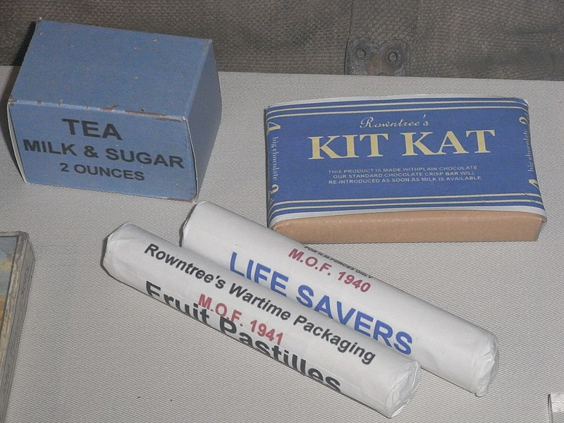 ファイル:HK Shau Kei Wan 香港海防博物館 Museum of Coastal Defence HKMCD British foods 1940s Rowntree's Kit Kat Chocolate.JPG