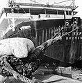HUA-171691-Afbeelding van de tros van een containerschip in de haven te Rotterdam.jpg