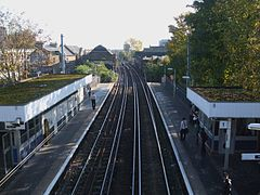 Hackney Central stn high eastbound.JPG
