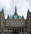 Hamburger Rathaus Innenhof.jpg