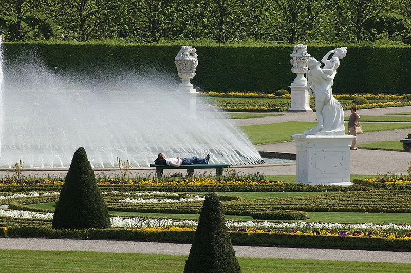 Ficheiro:Hannover - Herrenhausen - Großer Garten - Glockenfontäne - 20050502.JPG