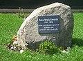 Hanso Njepila - Gedenkstein vor dem Geburtshaus.jpg