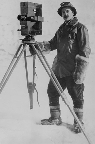 Herbert Ponting - Herbert George Ponting with a cinematograph in Antarctica, January 1912