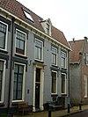 foto van Dwars hoekpand van twee bouwlagen en achterhuis