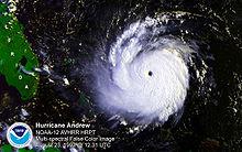 Image satellitaire de l'ouragan Andrew.
