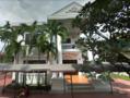 IGS HCMC Front von Haus D im September 2016.png