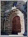 Il portale romanico di ingresso alla chiesa - panoramio.jpg