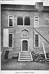 ingang tot de zuidelijke zijvleugel (reproductie uit boek- het oude loo en cannenburgh, f.a.hoefer, 1908) - apeldoorn - 20023631 - rce