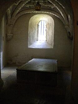 Gravmonument tillägnat kung Inge den äldre i hans föregivna gravkor i  Varnhem -- där hans grav dock inte finns. 0d20620391ae1