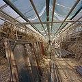 Interieur van het achterste gedeelte van de kas, met links de oude broeiramen - Utrecht - 20406110 - RCE.jpg