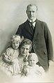Isidor Riese family c 1921.jpg