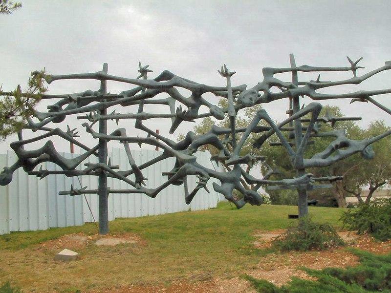 Fichier: Israël Yad Vashem Sculpture.jpg