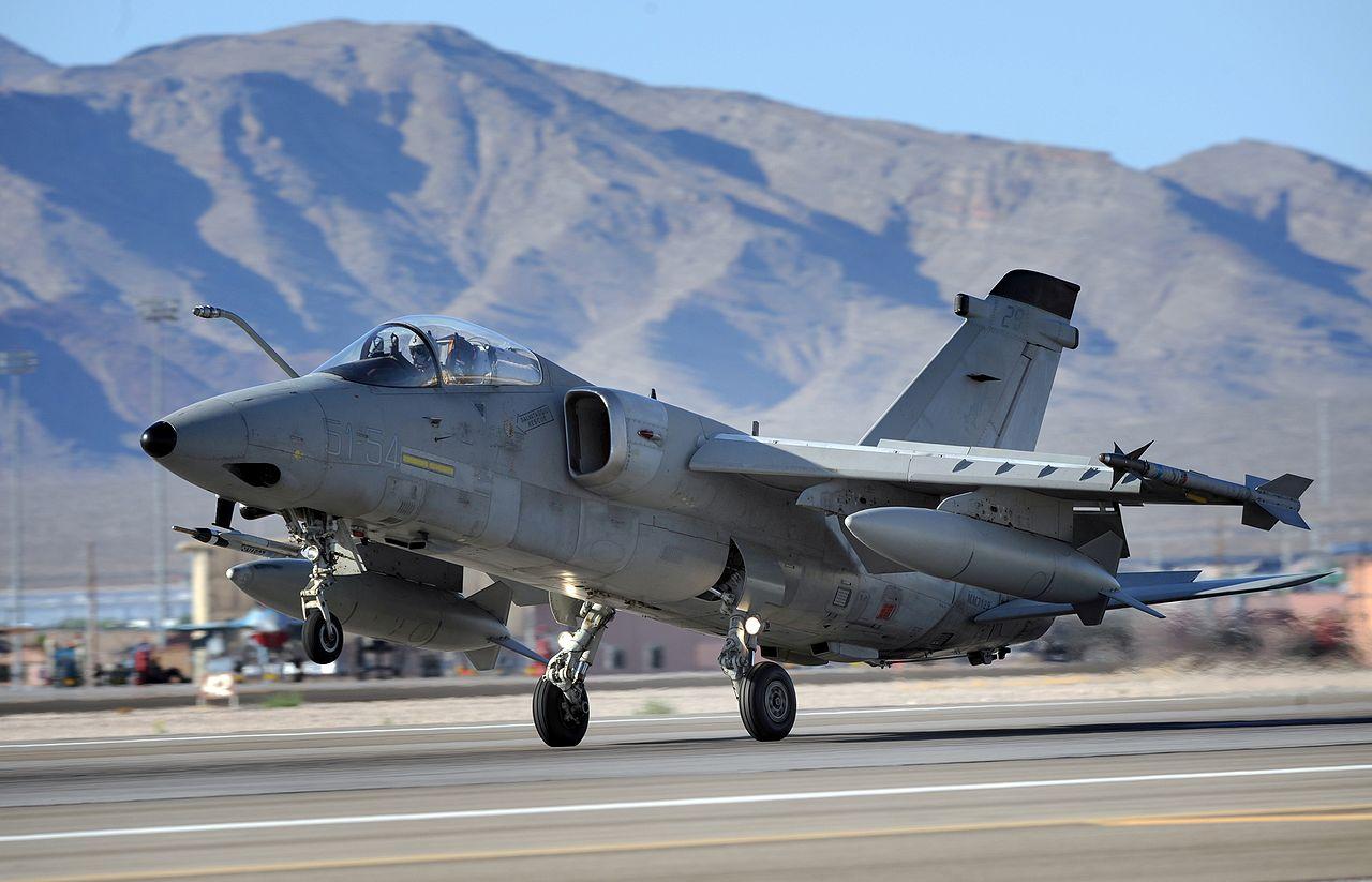 الوداع المؤجل - A-10 Thunderbolt II - صفحة 2 1280px-Italian_Air_Force_AMX_fighter