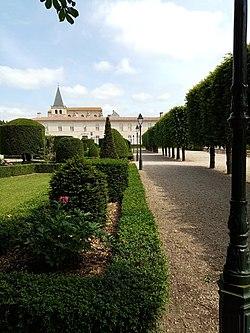 Jardin de l'Évêché de Castres.jpg