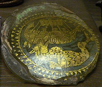 Gold glass - Rather roughly trimmed Christian piece with Jonah and the Whale, 10.5 cm across, 4th century