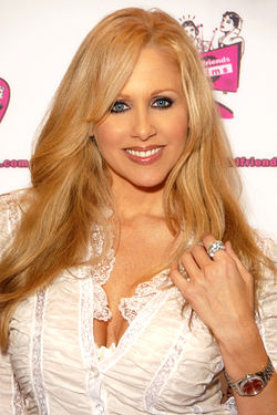 Julia Ann na sajmu AVN Adult Entertainment Expo u januaru 2010.