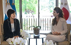 Juliana Awada - Awada receiving the Spouse of the Prime Minister of Japan, Akie Abe in the Buenos Aires Japanese Gardens.