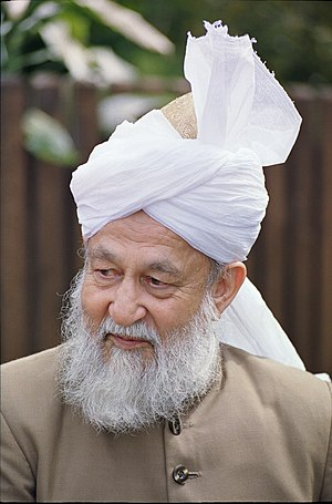 Mirza Tahir Ahmad - Masih IV in 2000 in the UK