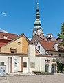 Klagenfurt Landhaushof Zehnter-Oktober-Denkmal und Stadtpfarrturm 18072016 3151.jpg
