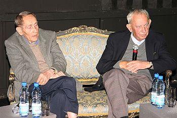 Tadeusz Konwicki z Gustawem Holoubkiem, Teatr Ateneum, Warszawa, 5 listopada 2005 r.