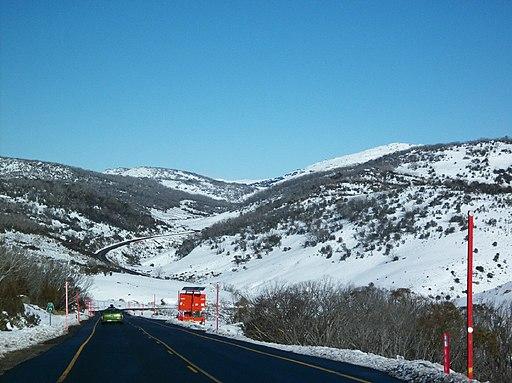 Kosciuszko Road, towards Charlotte Pass