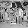 Kunstenaarskolonie Ein Hod. Leerlingen van een schildersklas worden begeleid doo, Bestanddeelnr 255-2762.jpg