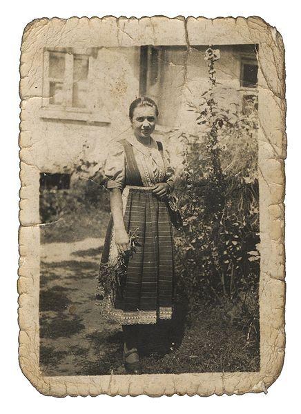 File:Kurpiowszczanka-Woman in Kurp dress-full version.jpg