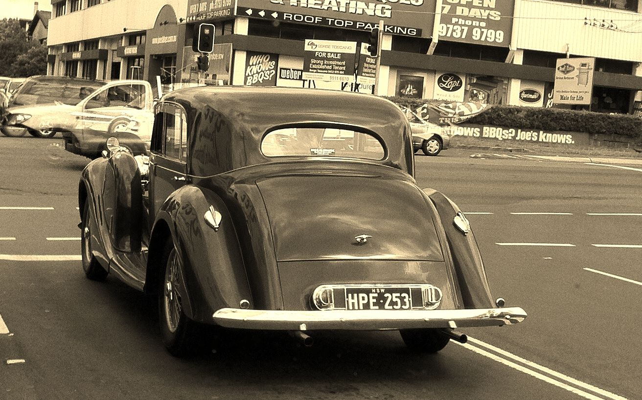 File:Lagonda in traffic (NSW).jpg - Wikimedia Commons