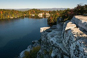 lake minnewaska in the spring