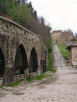Fonti medievali e Porta delle Fonti