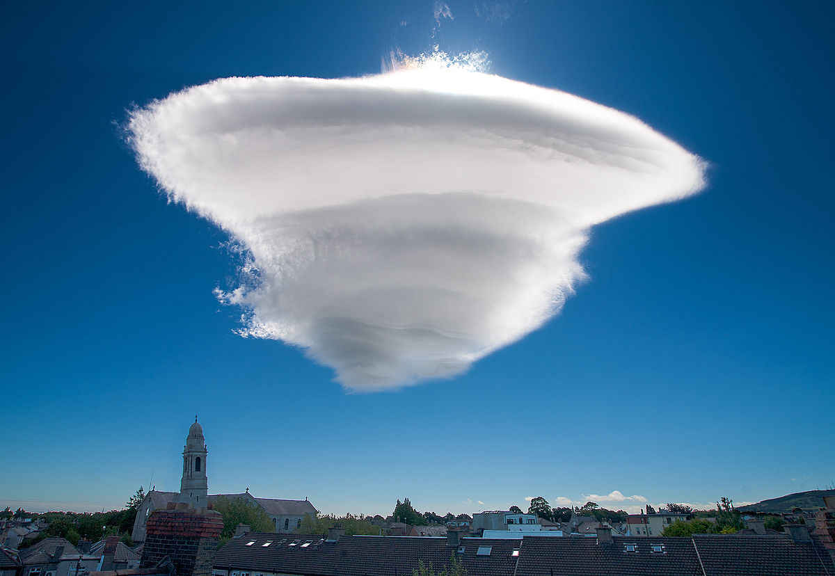 Lenticular cloud - Wikipedia