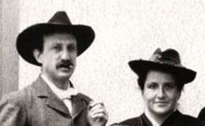 Three Lives - Gertrude Stein (right) shared a home with her brother Leo (left) at 27 rue de Fleurus in Paris (anonymous photo, 1905)