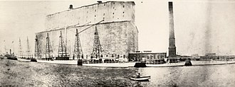 Port of Houston - Lifting towers at the port of Houston in the late 19th or early 20th century.