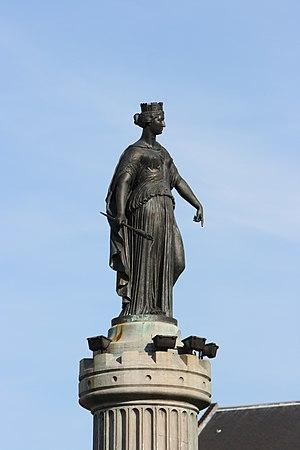 El mito de la Virgen del Pilar 300px-Lille_colonne_deesse