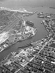 Looking down the River Wear (19873625442).jpg