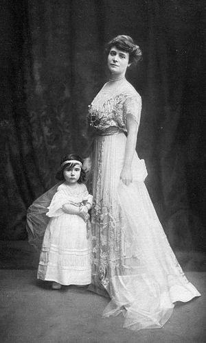 Louise Chéruit - Chéruit in 1907 with her daughter