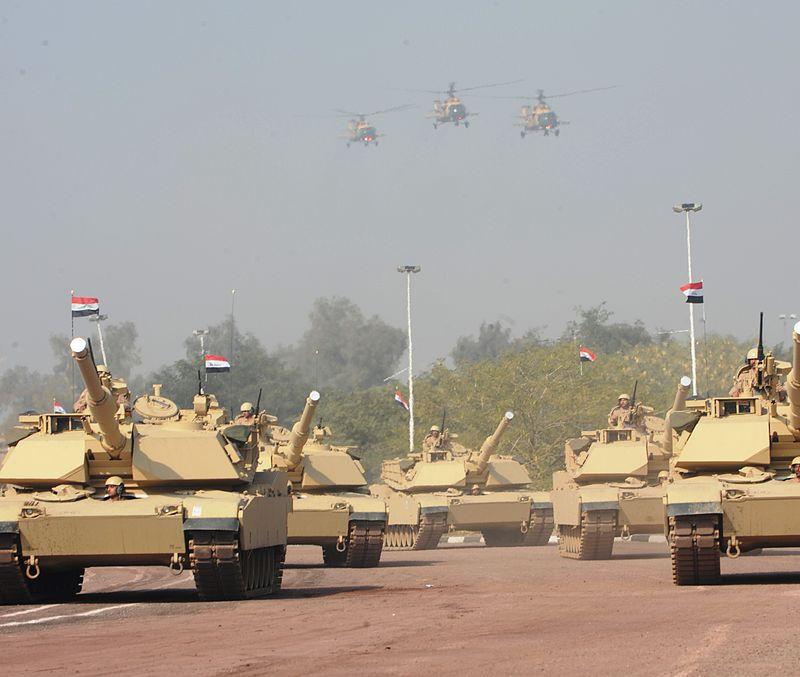 M1 Abrams tanks in Iraqi service, Jan. 2011.jpg