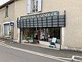 Magasin d'alimentation générale à Druyes (rue Jean-Roch Coignet) en juin 2019.jpg