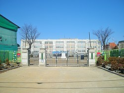 Main gate of Uiwang BUGOK Elementary School.jpg