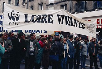 Loire - Loire Vivante WWF protests in 1989 against the proposed Serre de la Fare dam