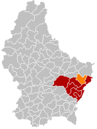 Map of Luxembourg with Manternach highlighted in orange, the district in dark grey, and the canton in dark red