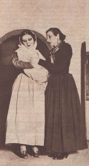 Yerma - Margarita Xirgu and Pilar Muñoz in a scene of the play.